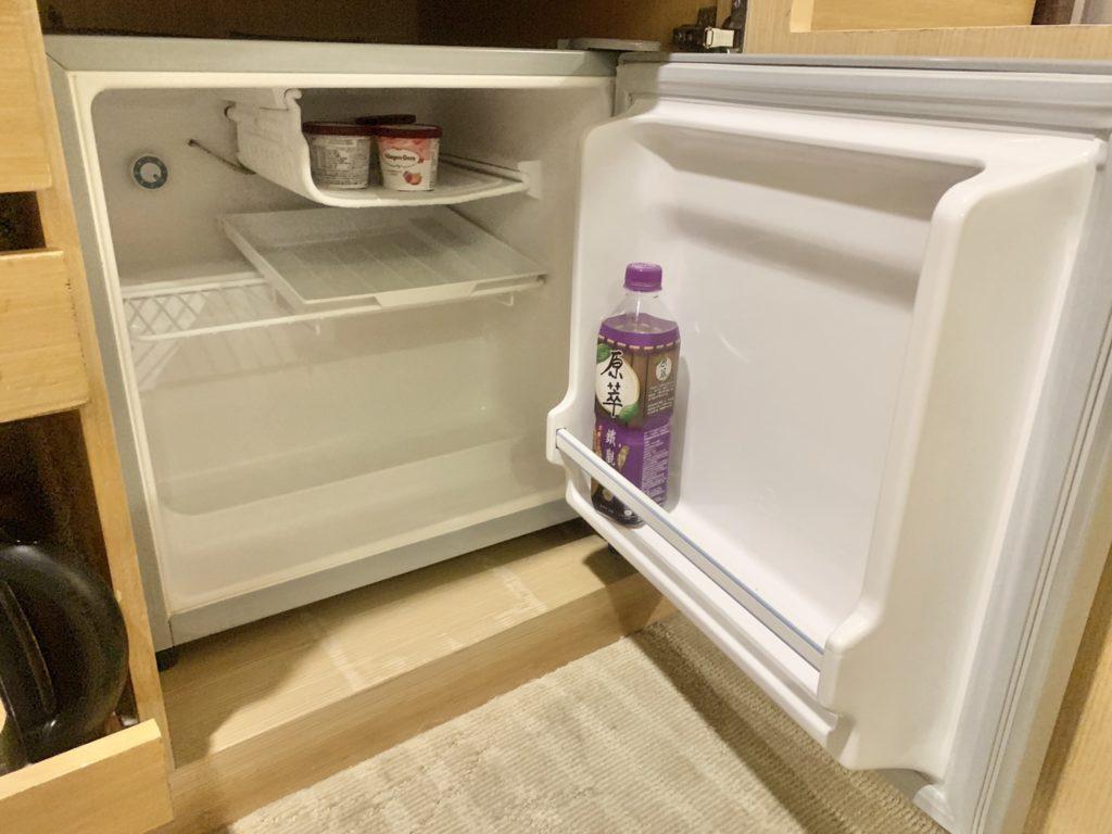 台中兆品酒店房間冰箱