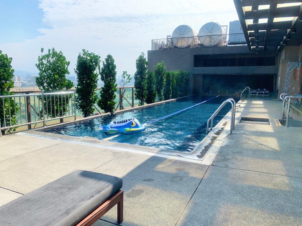 台中兆品酒店游泳池